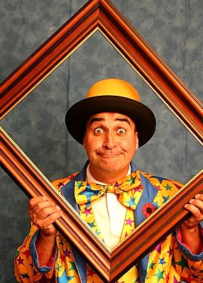 Adrian Catch is an all round circus skilled performer, magician, balloon modeller and actor