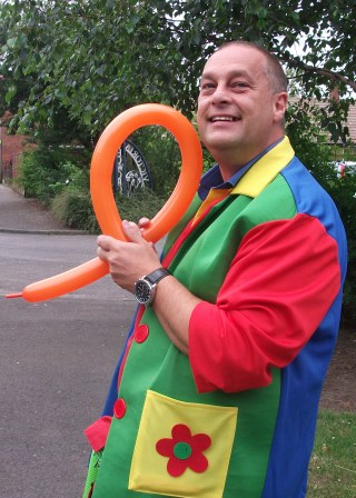 Balloon Modeller Colin Robinson of Spectrum Magic Teesside