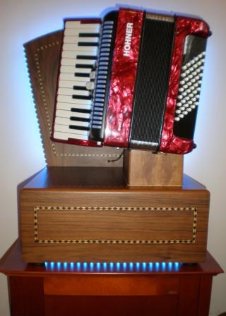 'Magic' accordion