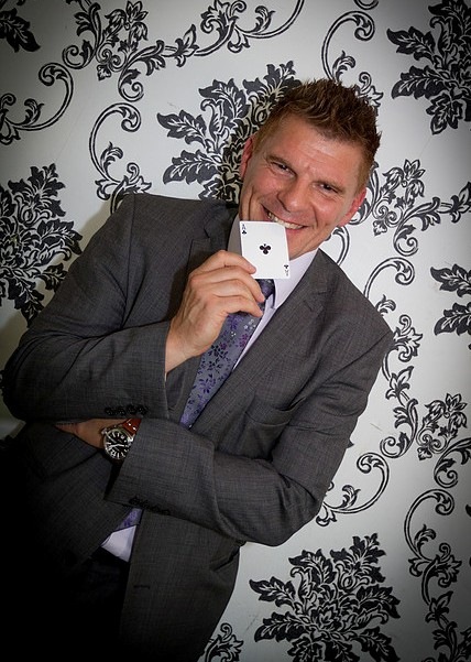 Glenn Ward Close up Magician based in Tyne & Wear