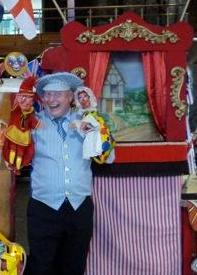 Martin Scott-Price Magician and Puppeteer