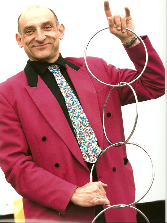 Mr Tinsel Childrens Entertainer, Walkabout Magician, Plate Spinner, Balloon Modeller Lancashire