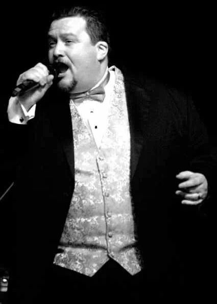 Peter Kelly Male Vocalist Classically Trained