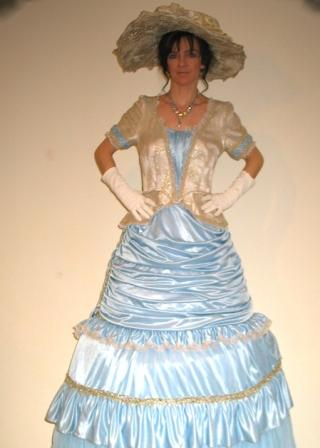Victorian Lady on Stilts based in South Yorkshire