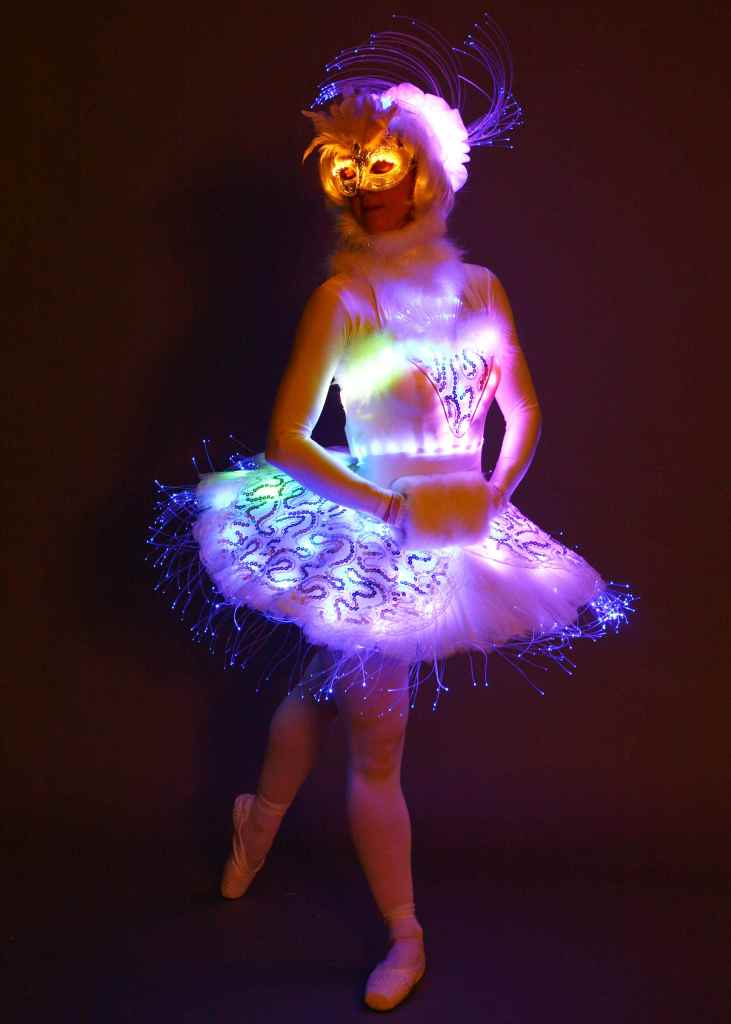 LED Angel on stilts 2