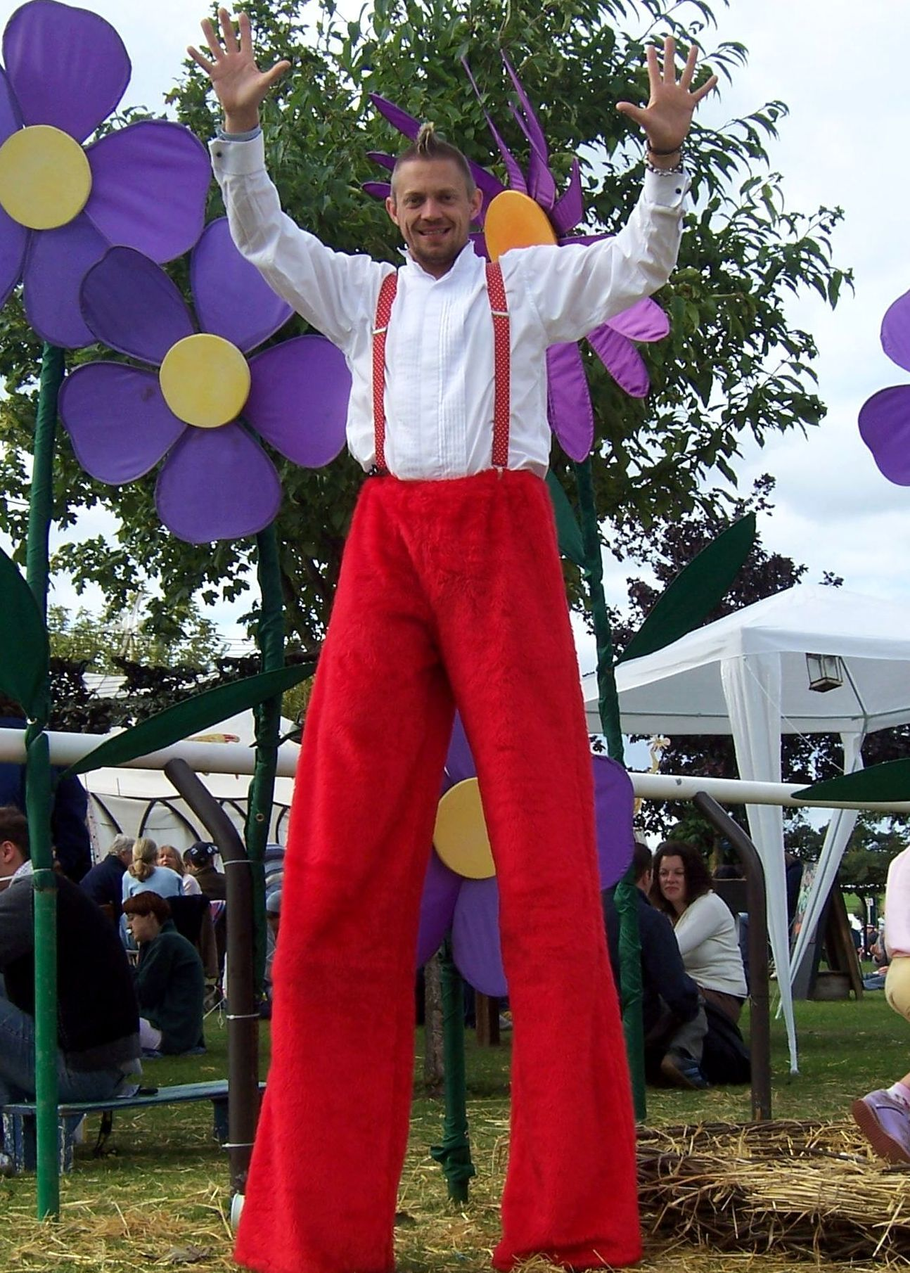 Thomas Trilby Stilt Walker from Gloucestershire