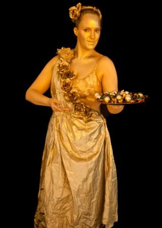 LIVING STATUE HUMAN STATUE GOLD VENETIAN LADY BEARING FRUIT STATUESQUE ARTS TYNE & WEAR